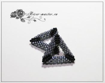 Плетем объемную фигуру треугольника из бисера мозаикой
